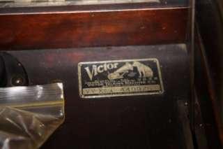 X1 A 1919 RCA VICTOR VICTROLA TALKING MACHINE MAHOGANY CABINET