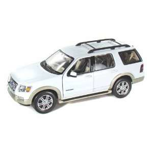 2006 Ford Explorer (Eddie Bauer) 1/18 White: Toys & Games