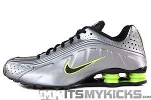 NIKE SHOX R4 Metallic Silver Volt Mens Running Sneakers