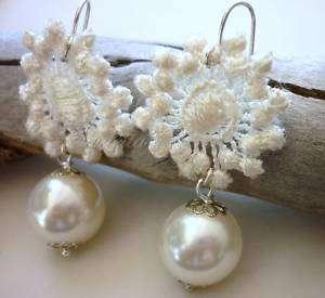 Victorian Cameo orecchini con perle e inserti di pizzo