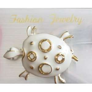 Fashion Jewelry Turtle Pin Brooch (Gold Tone & White
