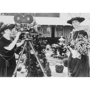 early 1900s photo Helen Taft, May Allison with movie